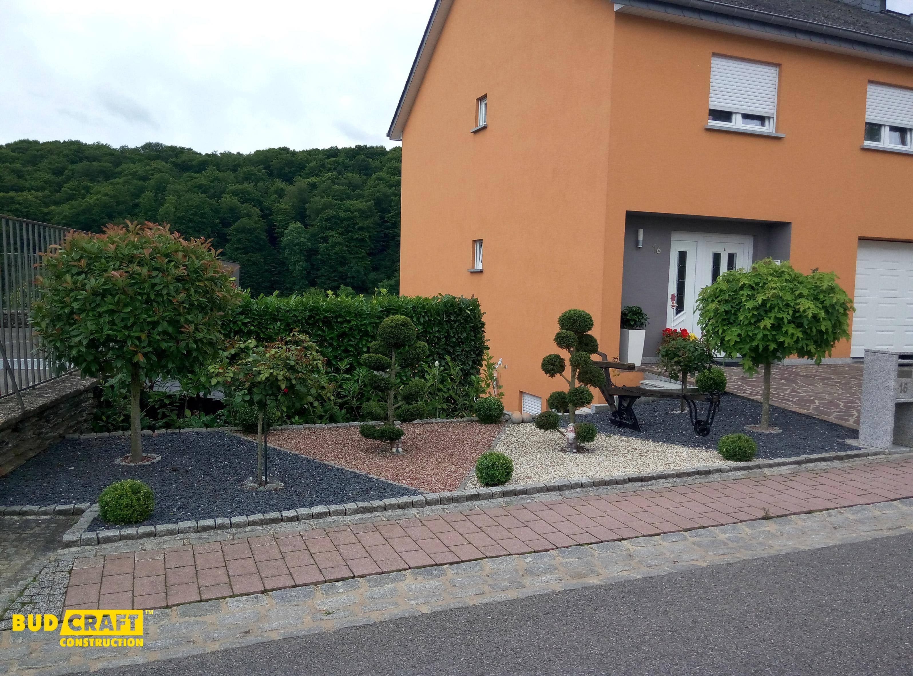 озеленение возле дома